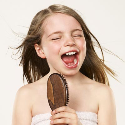 Éneklő kislány