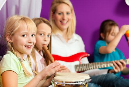 Zenélő gyerekek